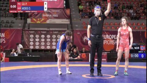 Patrycja Gil walcząca na Młodzieżowych Mistrzostwach Europy do 23 lat w zapasach kobiet