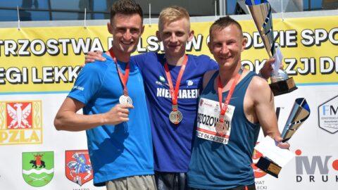 Trójka najlepszych mężczyzn na podium podczas Mistrzostw Polski w chodzie sportowym na 20 km